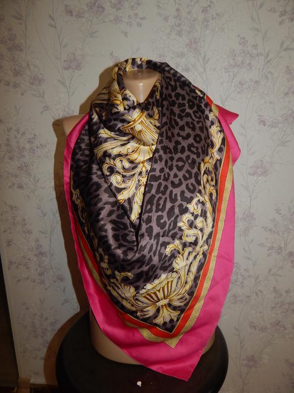 Платок атласный бзупречный леопард с розовым