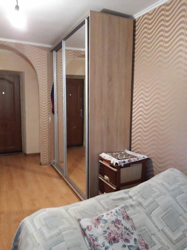 Просторная и светлая комната в коммунально
