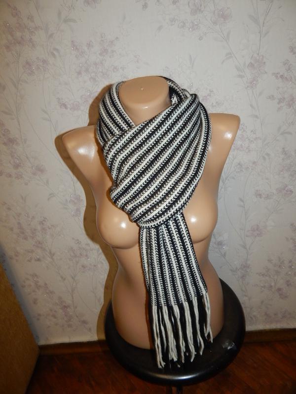 Лаконичный вязаный теплый женский шарф.