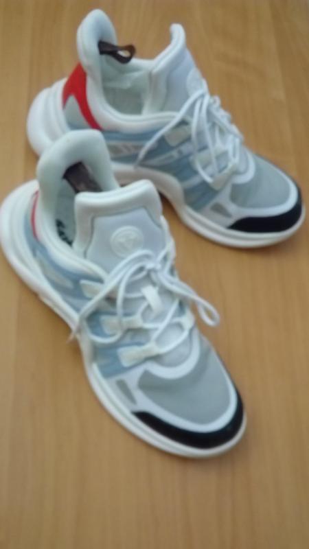 Комфортные трендовые дышащие кроссовки