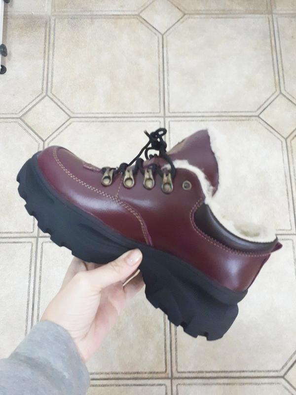 Женские зимние бордовые кроссовки