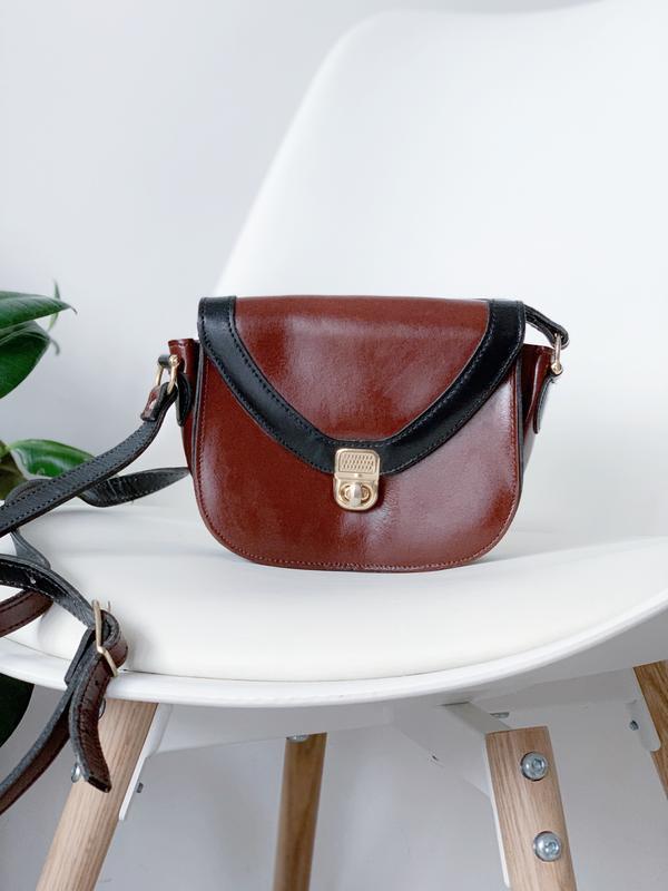 Маленькая кожаная сумочка коричневая