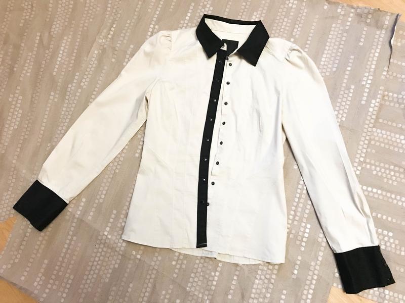 Рубашка прекрасная с качественными манжетами и воротом