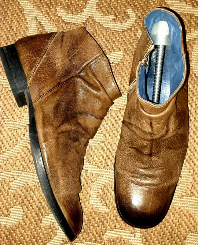 Круті шкіряні туфлі відомого бренду tango