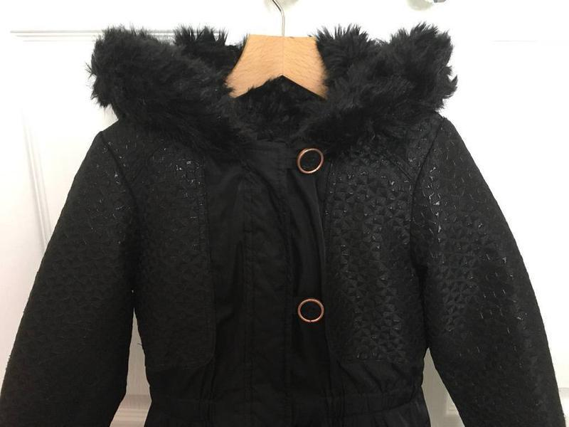 Куртка на девочку 8-9лет