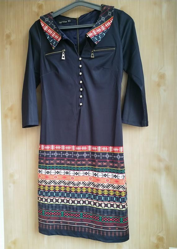 Оригинальное платье в яркий принт