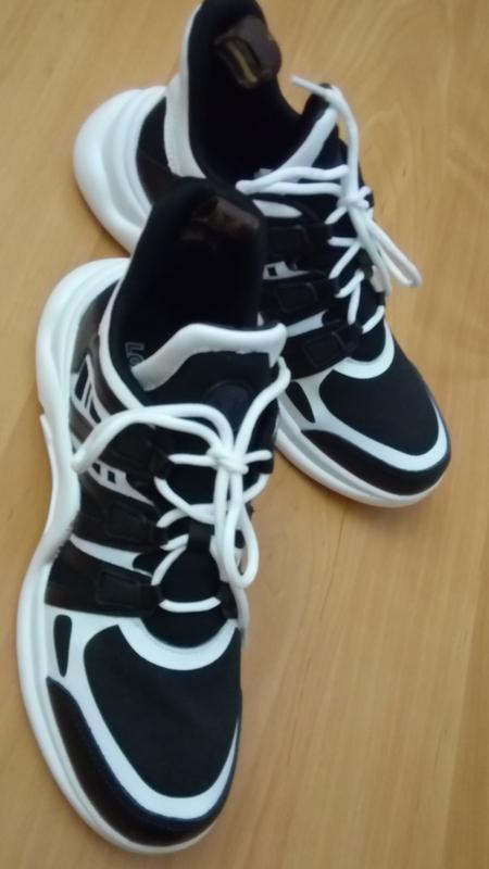 Черно-белые комфортные дышащие кожаные трендовые кроссовки
