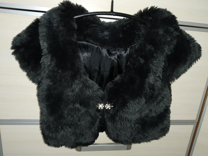 Пушистая меховая жилетка короткая для модняшек