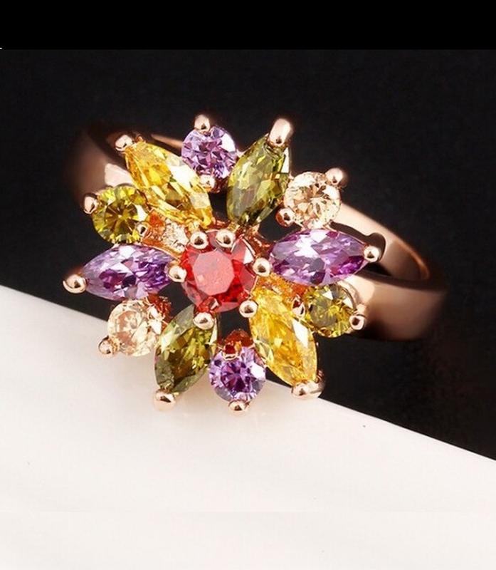 🏵шикарное ювелирное позолоченное кольцо цветок в цирконах, 17 ...