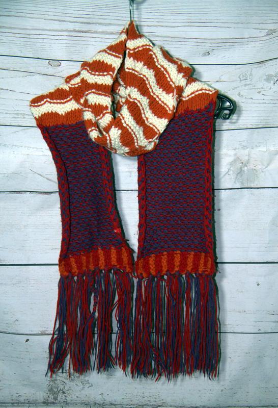 Теплый вязанный шарф с бахромой