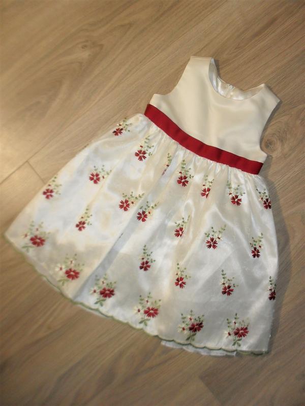Нарядное платье с вышивкой на 2-3годика