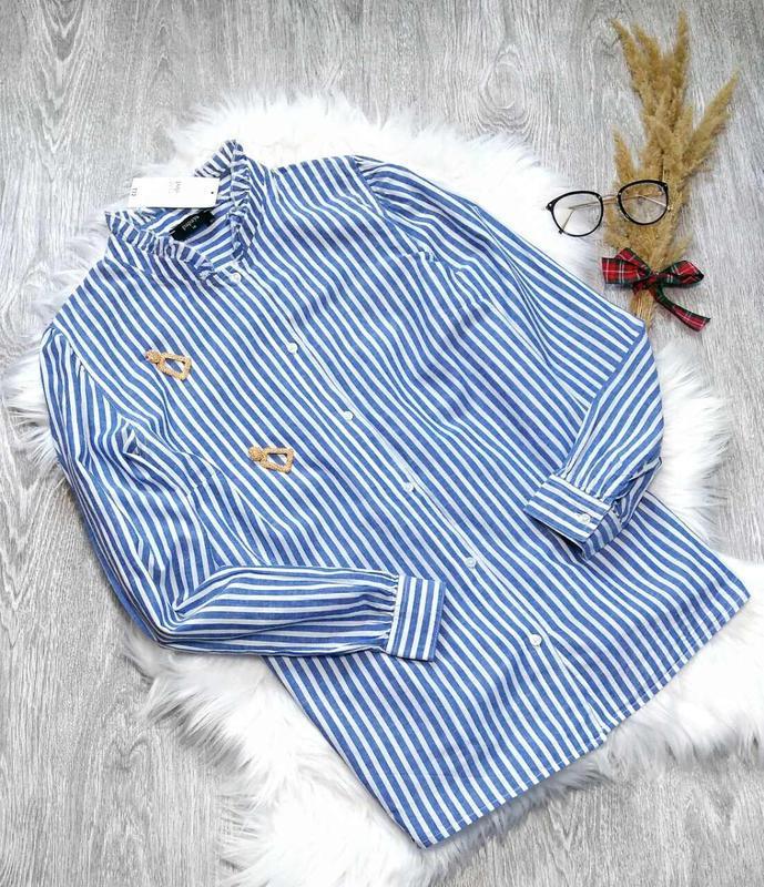 Очень красивая рубашка в полоску с рюшами
