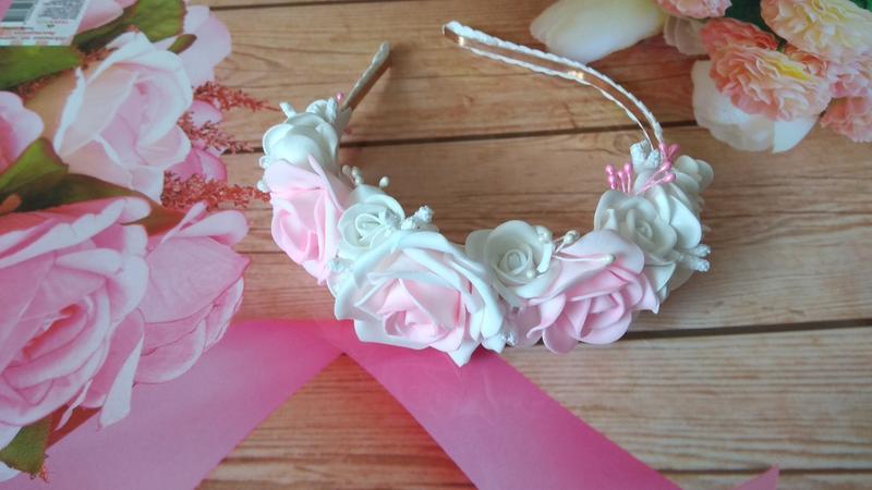 Ободок для волос в бело-розовых тонах