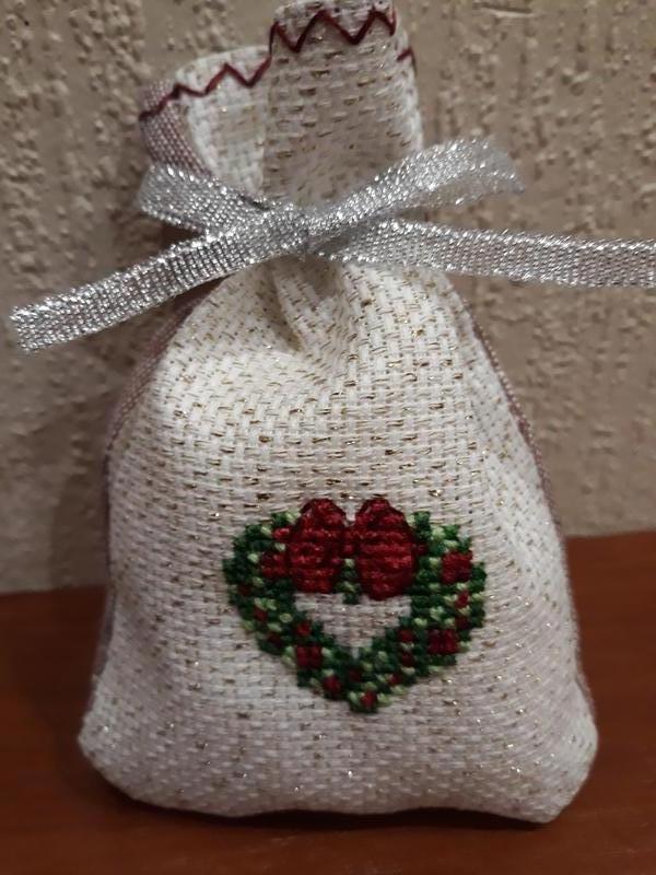 Подарочный вышитый мешочек