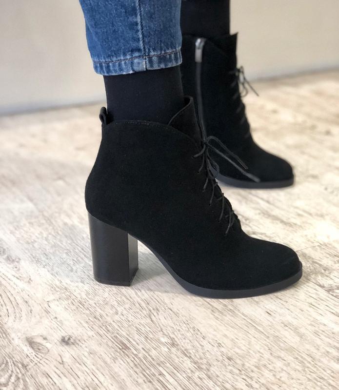 Демисезонные замшевые ботильоны ботинки на шнуровке