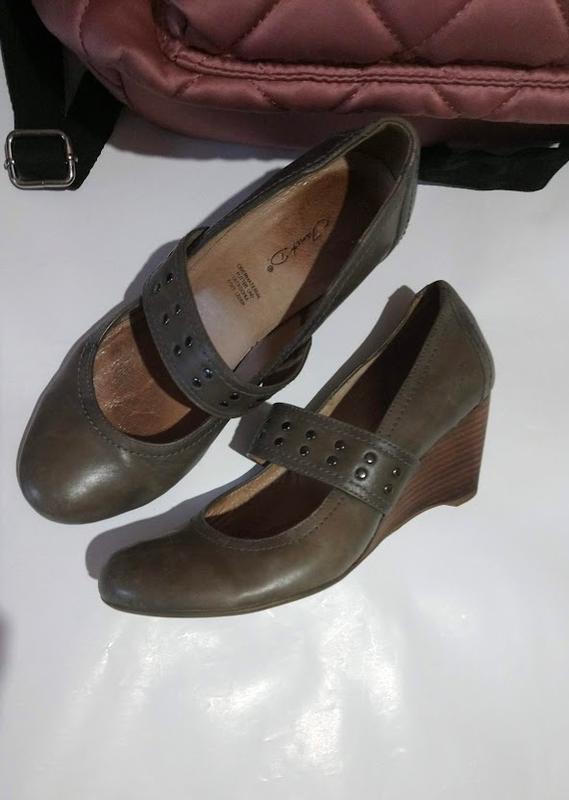 Удобные,стильные ,кожаные туфли на танкетке janet 24,5 см