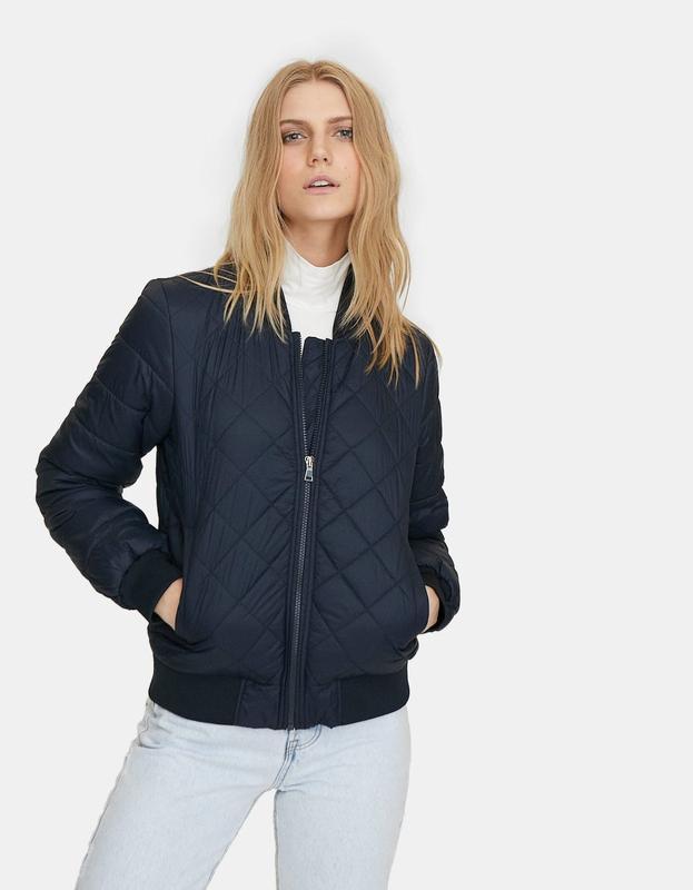 Куртки бомберы женские stradivarius испания