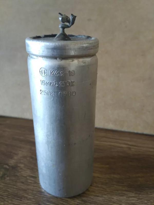 Пусковой конденсатор К42-19 16 мкФ 250 В