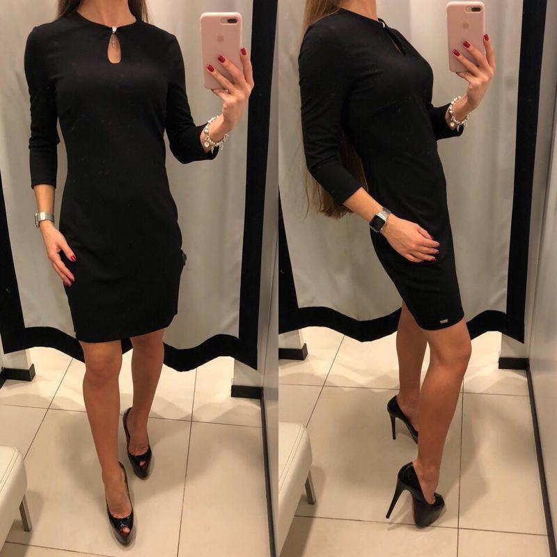 Чёрное платье по фигуре mohito облегающее платье украшением ра...
