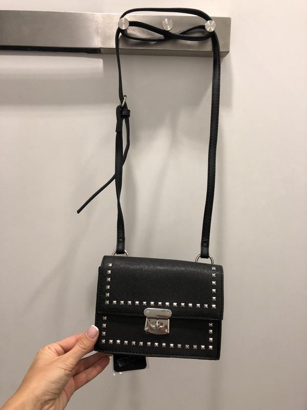 Чёрная сумка кроссбоди amisu сумка в заклепках на длинном ремешке