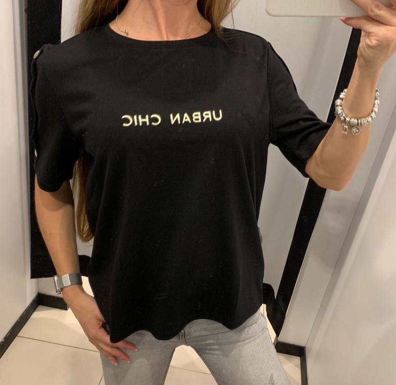 Плотная чёрная футболка mohito есть размеры