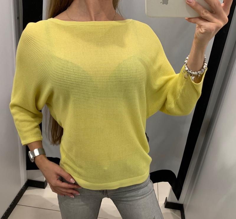 Легкий жёлтый свитер летучая мышь mohito есть размеры