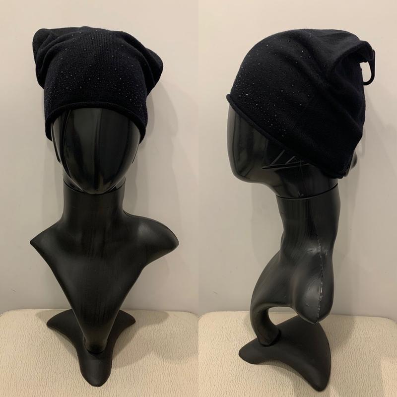 Чёрная шапка стразах mohito