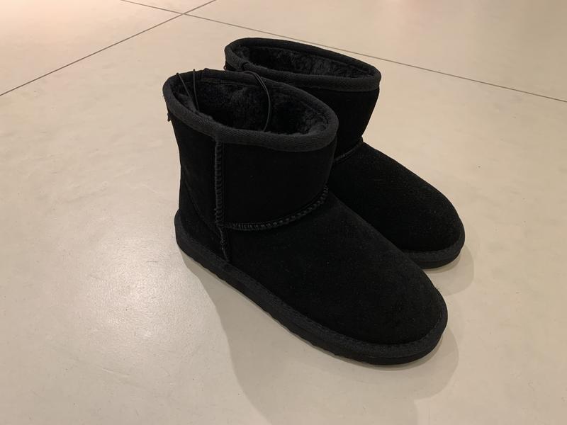 Тёплые чёрные замшевые угги зимние сапоги reserved есть размеры