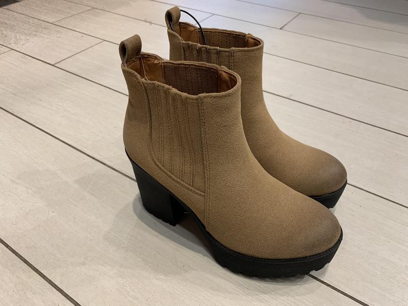 Натуральные замшевые ботинки на каблуке ботильоны house есть р...
