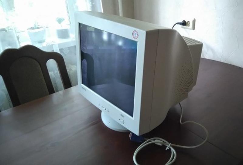 Монитор Samsung Samtron 76BDF, 17 дюймов, продажа, обмен