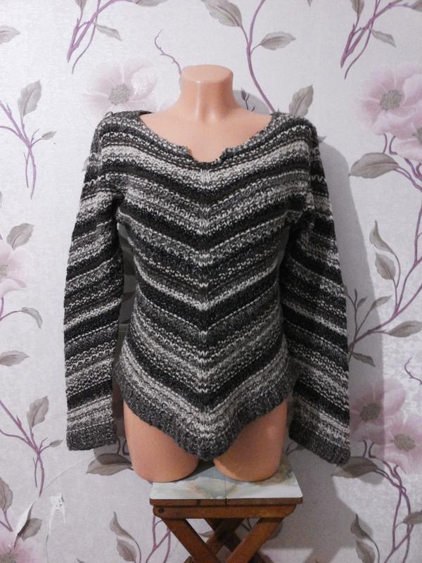 Вязаный свитер в полоску теплый