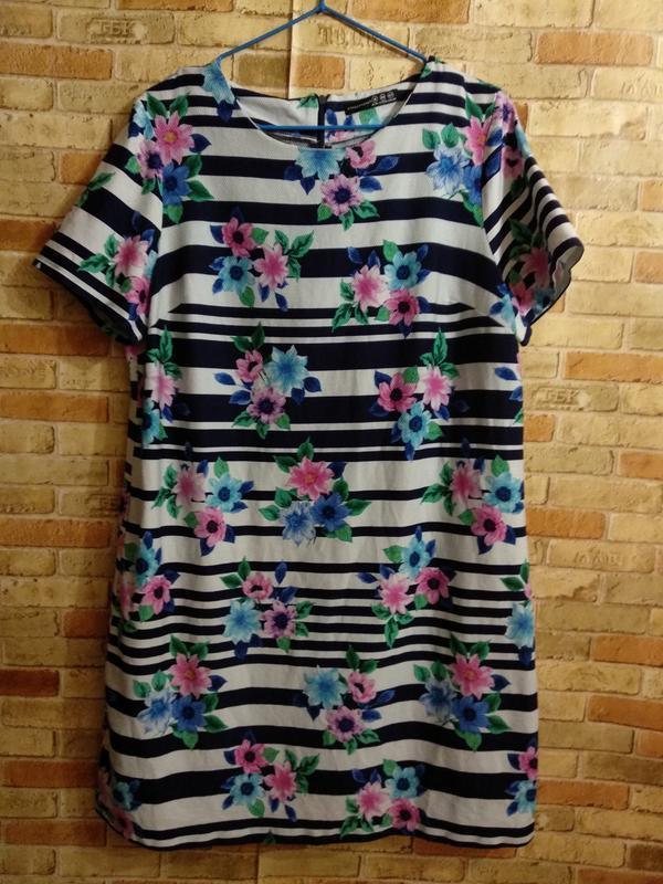 Красивое платье в полоску и цветочный принт 50-52 размера