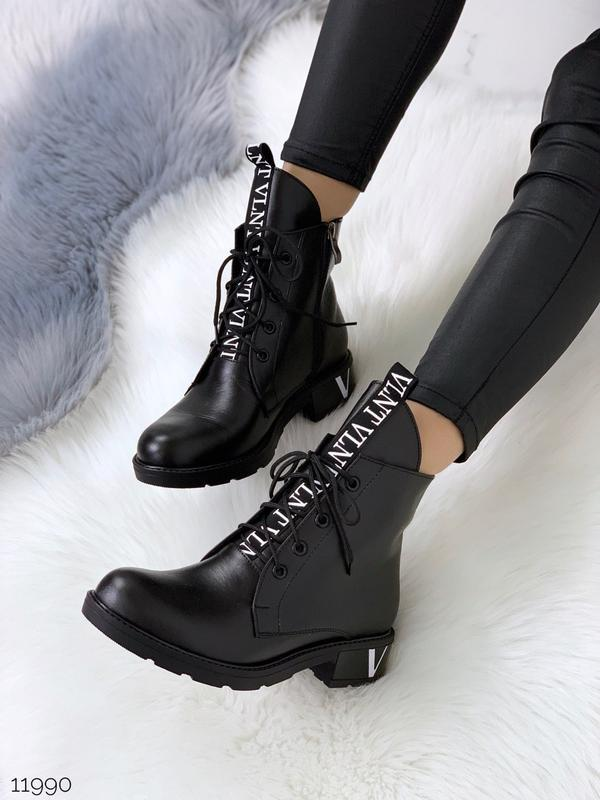 Шикарные зимние кожаные ботинки на низком каблуке,демисезонные...
