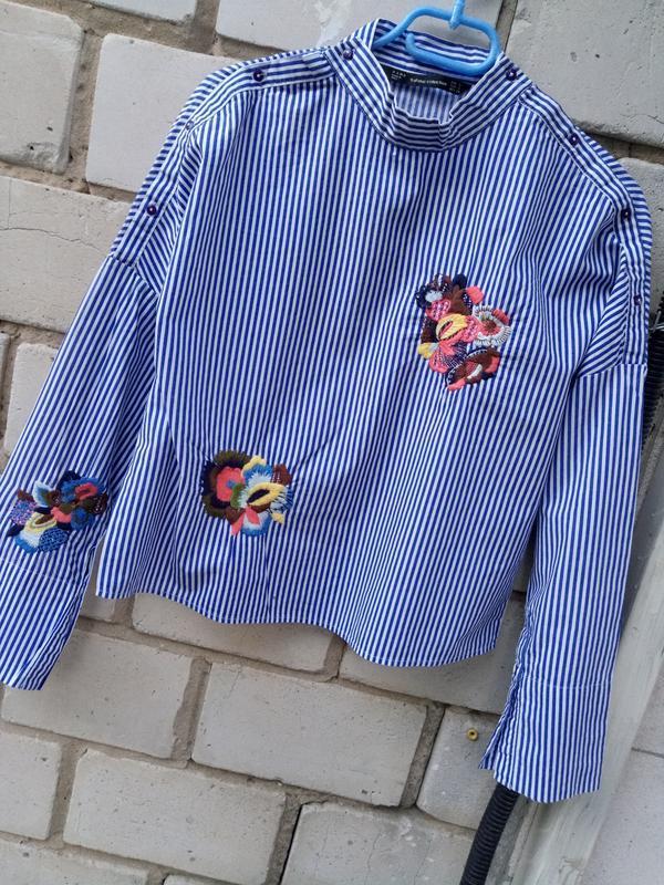Крутая обемная блуза в полоску с вышевкой раз. s - Фото 8