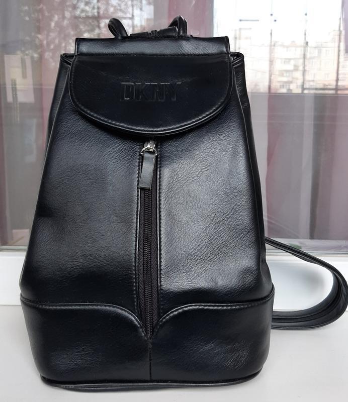 Стильный кожаный мини-рюкзак dkny.