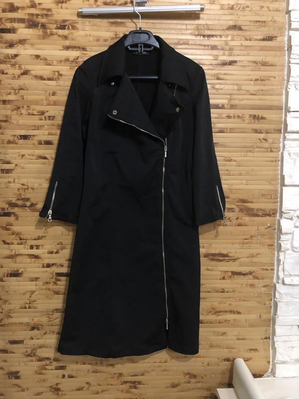 Платье sinequanone чёрного цвета на молнии спереди.