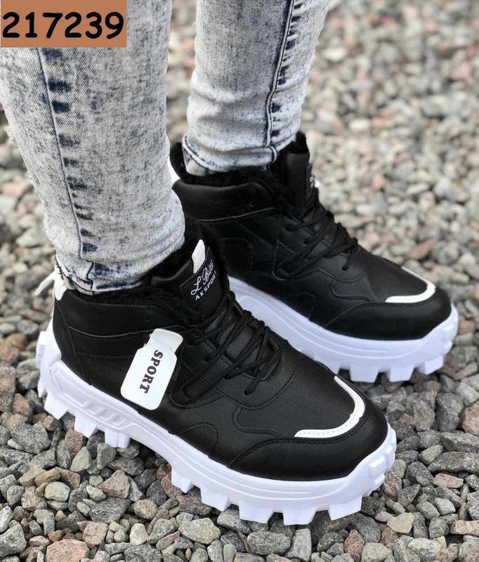 Женские кроссовки утепленные