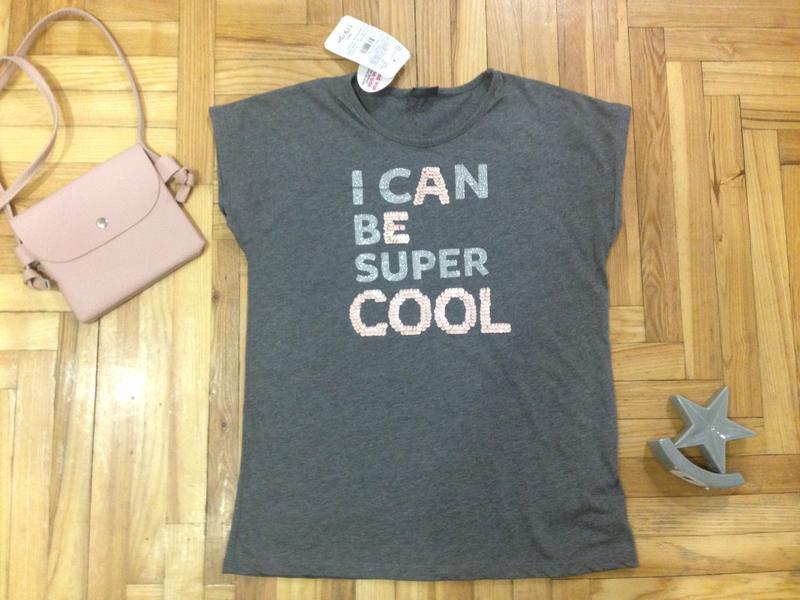 Новая стильная  футболка  lc waikiki с надписью  пайетками