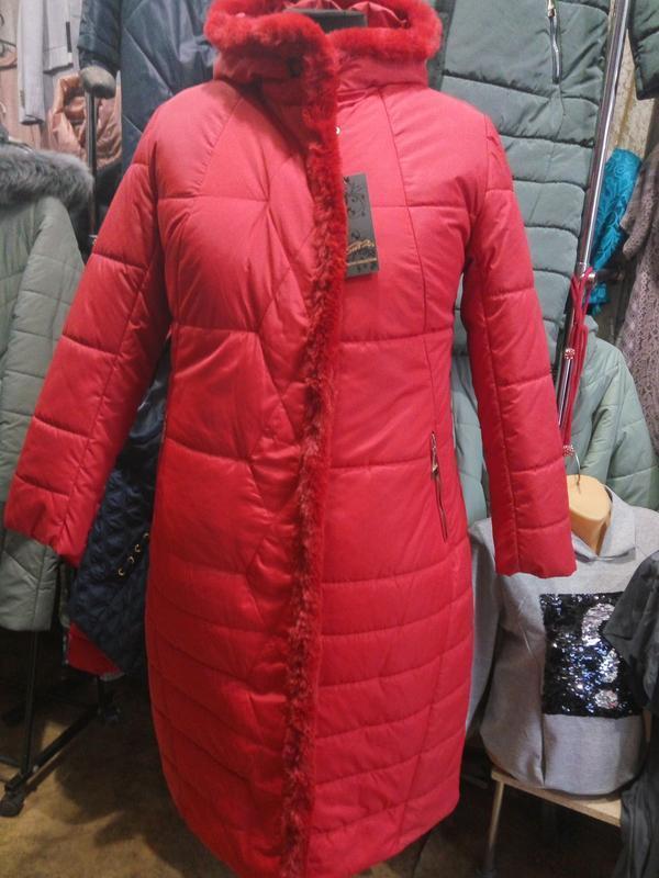 Красивое зимнее пальто с натуральным мехом