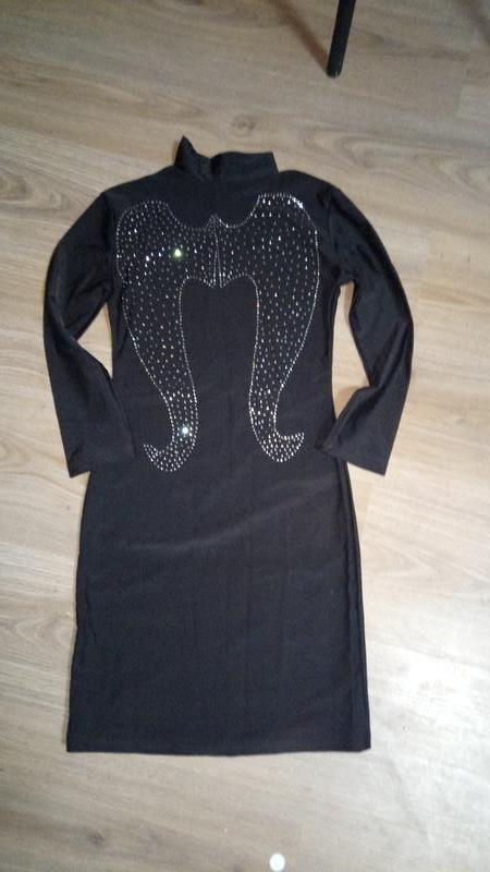 Шикарное платье с крыльями из страз
