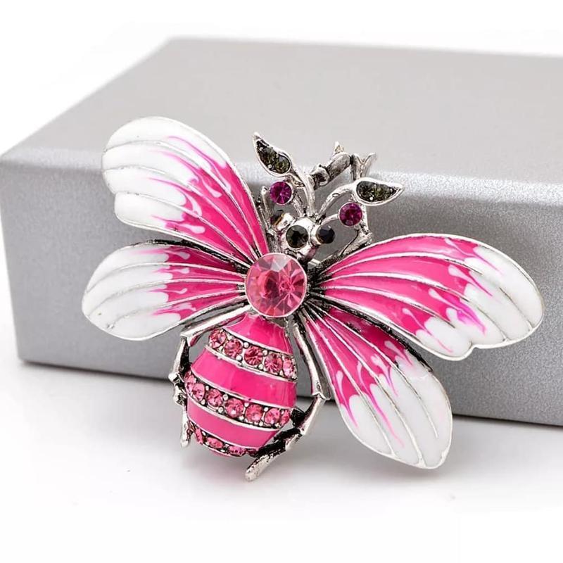Нежная брошь бабочка с камушками