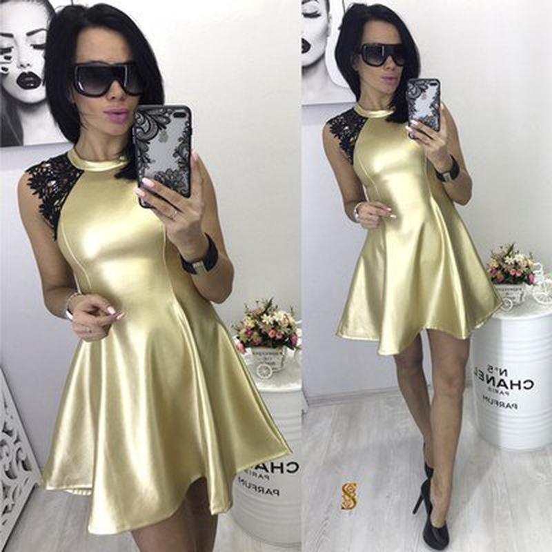 Платье из эко-кожи с кружевом