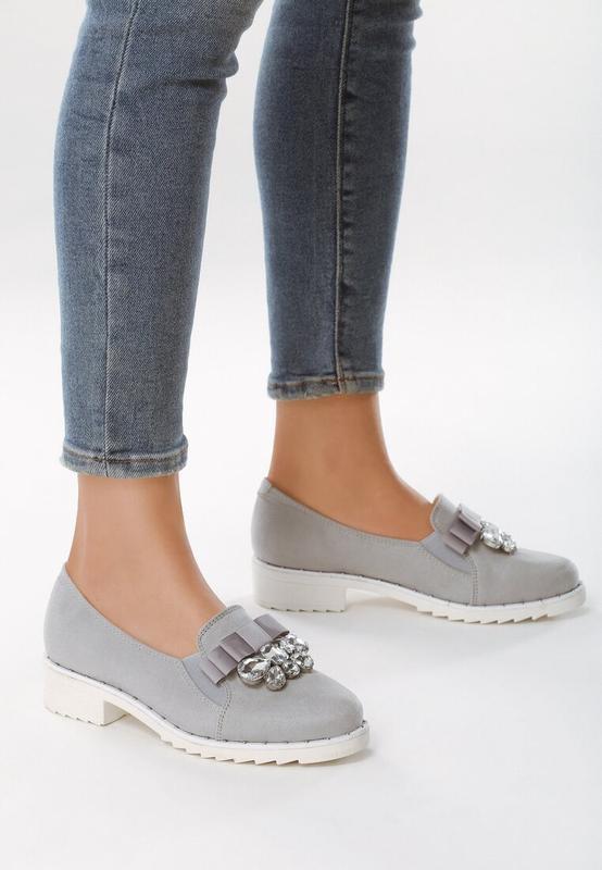 Новые шикарные женские серые туфли лоферы