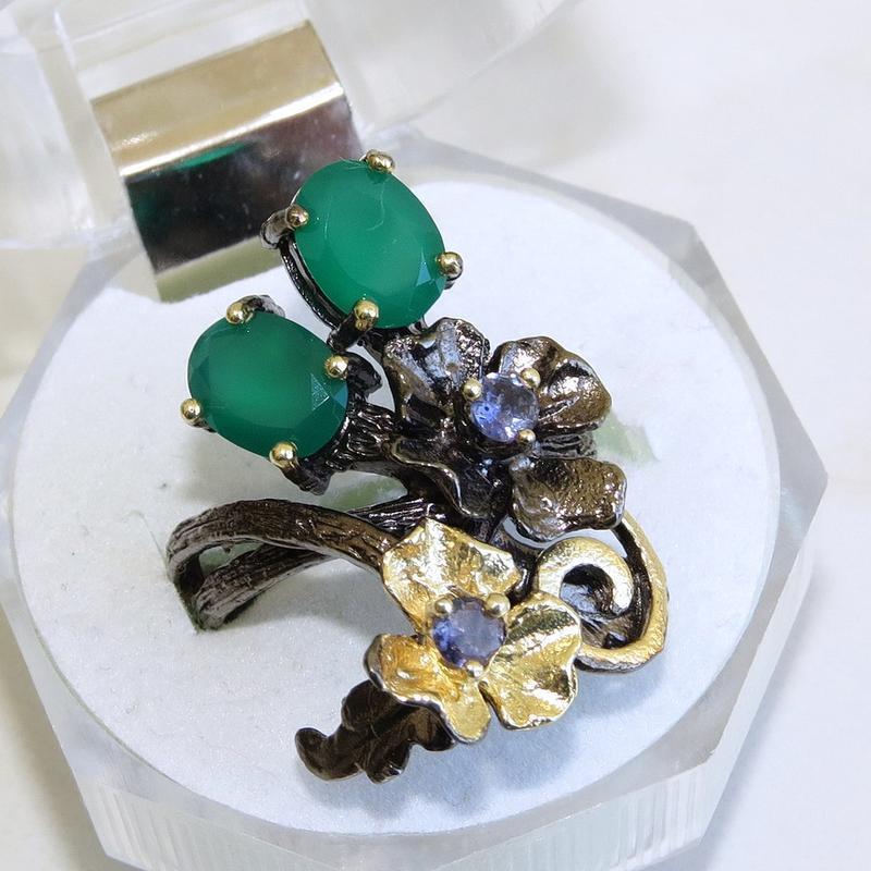 Кольцо с зеленым ониксом, серебро 925, р.18 и больше