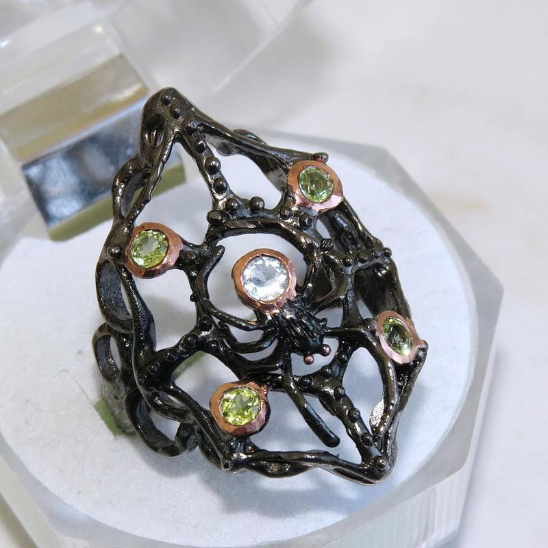 Кольцо с топазом, серебро 925, р.18,6