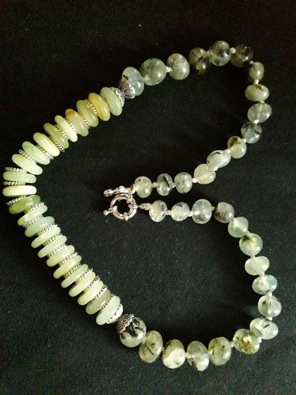 Ожерелье пренит с оливковым ониксом
