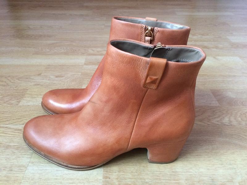 Новые кожаные ботинки ecco 40 размера
