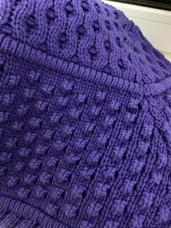 Текстурный свитер фиолетового цвета - Фото 7