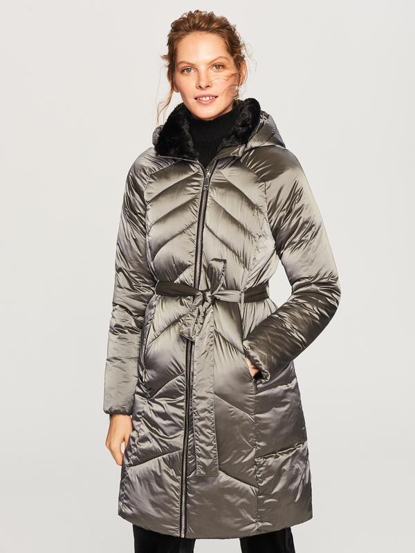 Продам новую куртку пальто с капюшоном