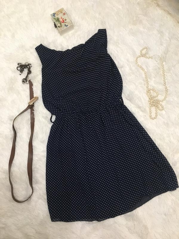 Темно синее платье в горошек